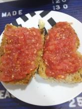 Ponemos tomate y sal